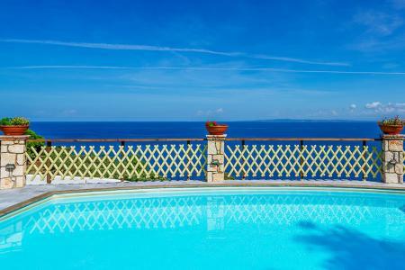 Πολυτελείς ξενώνες προς πώληση, Ιόνια Νησιά
