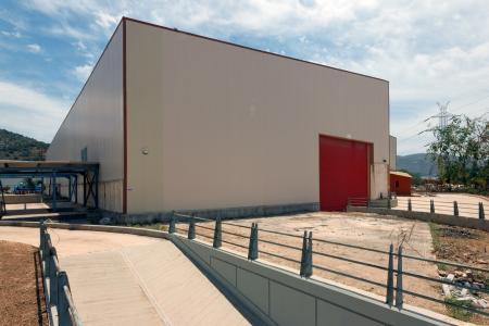 Καλύβια βιομηχανική αποθήκη 1.500 τ.μ προς ενοικίαση